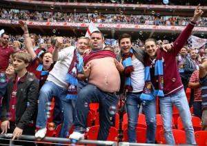 Cosa avrà spinto l'allenatore più vincente del momento a ripartire dalla seconda serie inglese? Loro, sicuramente...