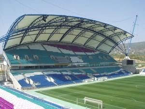 Dopo aver girovagato per mezza Europa, attualmente il Normanno allena qui, nell' Estádio de São Luís, casa del Farense.