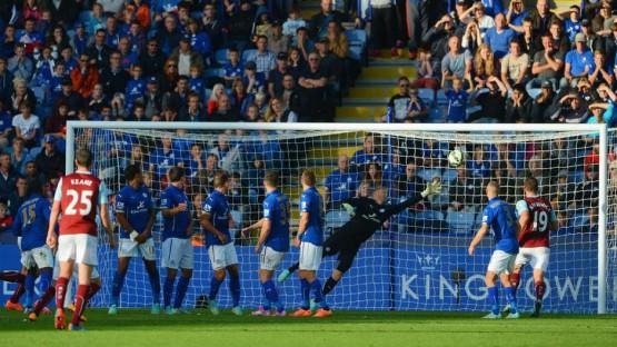 Minuto 96, Wallace pareggia i conti con una punizione: (Leicester 2 Burnley 2)
